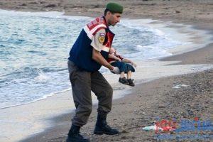 من هو الطفل السوري الغريق الذي فجع العالم ؟