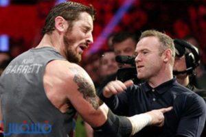 صور.. واين روني يعتدي بالضرب علي نجم مصارعة WWE
