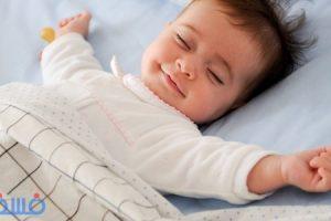 أم فرنسية تبتكر طريقة لجعل طفلها الرضيع ينام بسرعة في دقائق