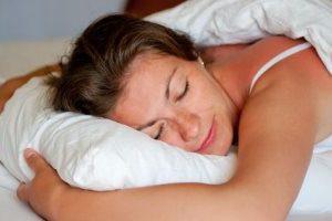 5 عادات تساعد بشكل فعال على فقدان الوزن أثناء النوم.. أهما النوم عاريا
