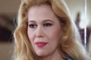 خطفت الفنانة اللبنانية إيمان سركسيان، الأضواء في حفل افتتاح مهرجان القاهرة السينمائي