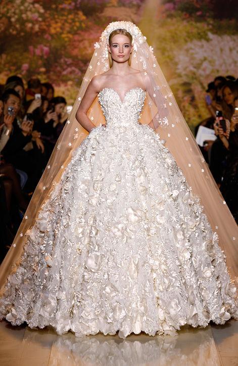 c8168cbc57f47 فساتين زفاف من تصاميم المصمم العالمي زهير مراد - مجلة فسفس الإلكترونية