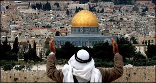 الفلسطينيون لا يخشون قوات الأحتلال وأصوات الأذان من أعلي منازلهم