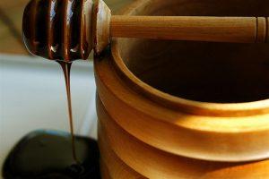 فوائد العسل الأسود للجسم والضعف الجنسي
