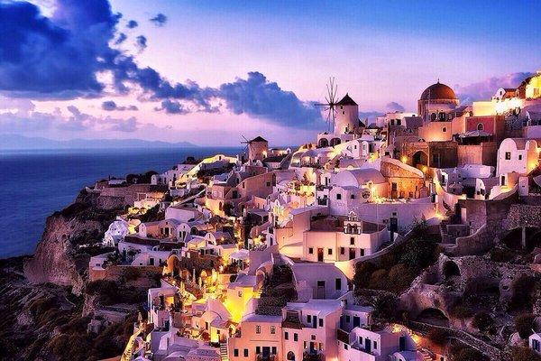 جزيرة سنتوريني اليونانية