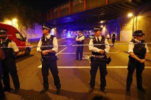دماء المسلمين تسيل علي أرصفة لندن في عمليه دهس مصلين قرب مسجد شمال لندن
