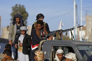 الحوثيون يستهدفون بارجة عسكرية إماراتية