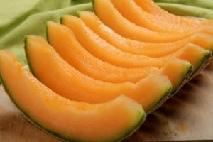 فوائد عظيمة عند تناول فاكهة الشمام . تعرف عليها
