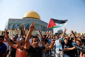 بالصور.. الفلسطينيون يدخلون المسجد الأقصى بالتكبير والدموع