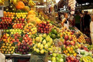 مركز المعلومات ينفي  احتواء الفواكه الصيفية على مبيدات سامة