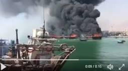 عمال  يشعلون النار في القوارب بسبب عدم صرف مرتباتهم في قطر
