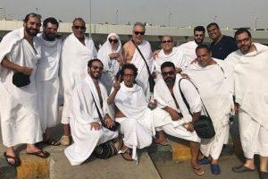 أشرف زكي وروچينا بصحبة أبنائهم لأداء العمرة